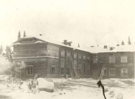 Начало строительства Остяко-Вогульска. Дом Народов Севера.