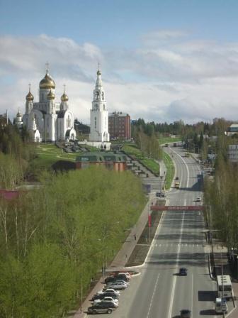 Улица Гагарина и Храм Воскресения Христова