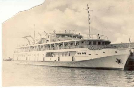 Теплоход Чернышевский  у пристани Самарово  1958 год