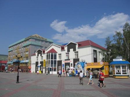 Площадь у Дома торговли