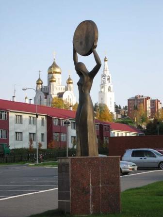 """Памятник """"Золотой бубен"""""""