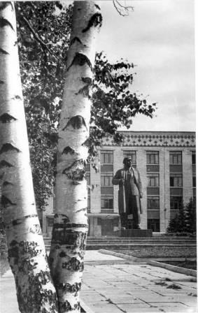 Памятник В.И.Ленину 1989 год